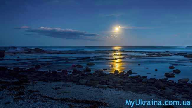 луна ,море, камешки