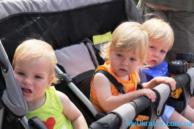 тройняшки в коляске