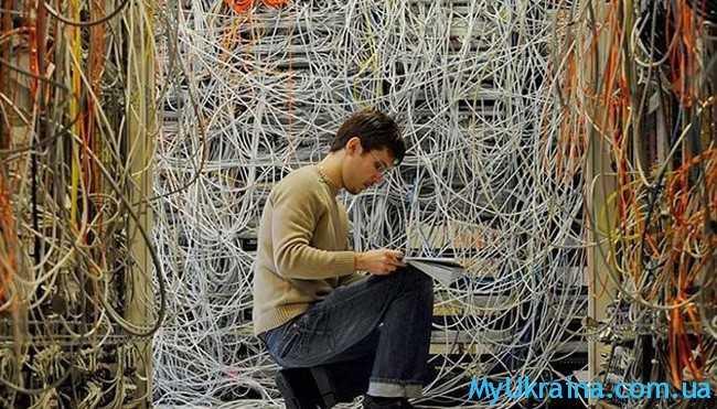 системный администратор, а также мастер программного оборудования