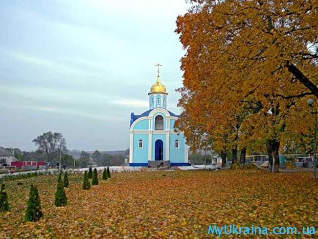 осенняя церковь