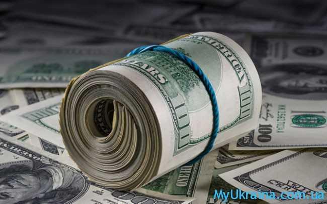 доллары в трубочке