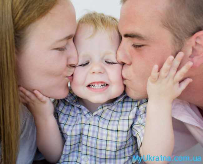 малыш с папой и мамой