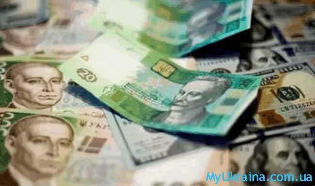 доллар несущественно потерял свои позиции