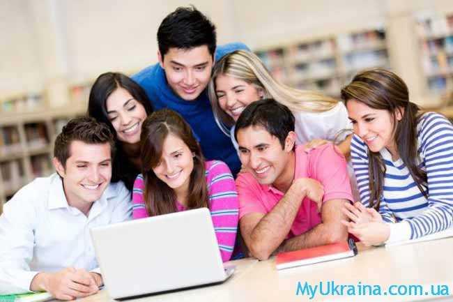 студенты и работающие люди
