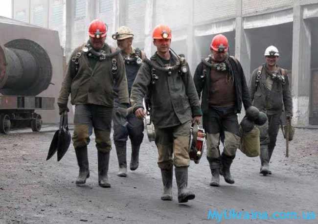шахтеры идут на смену
