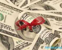 доллары с красной ленточкой