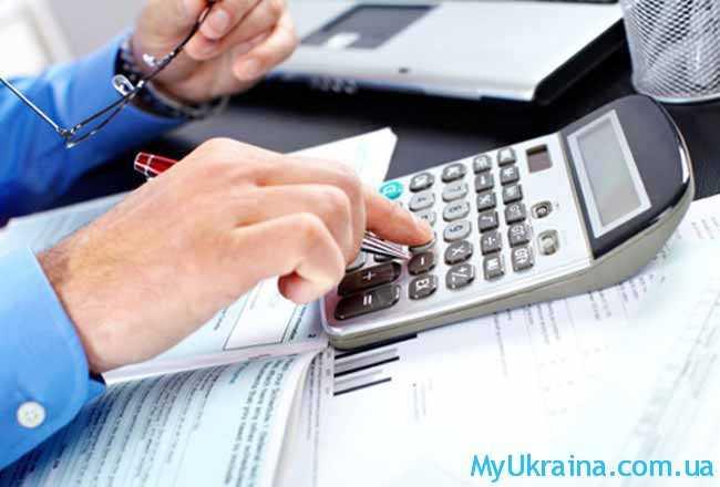 бухгалтер и калькулятор