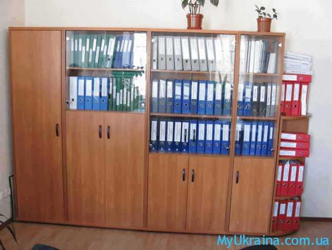 шкаф и бумаги