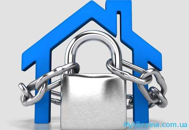 запретить любые операции, связанные с недвижимостью...
