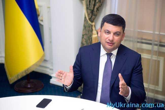 Успокаивает украинцев обещаниями и правительство