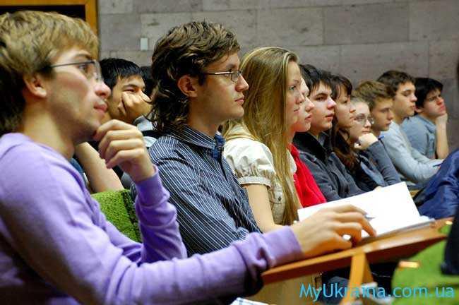 студенты высших учебных заведений